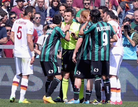 Nicola Sansone of US Sassuolo Calcio (17) and referee Nicola Rizzoli during the Serie A match between US Sassuolo Calcio and AS Roma