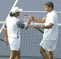 Leander Paes (left) and Mahesh Bhupathi