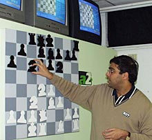 Viswanathan Anand explaining his moves to the media after his win over Jan Timman in the 11th round