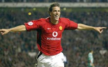 c7bb822aa Nistelrooy to stay at United until 2008