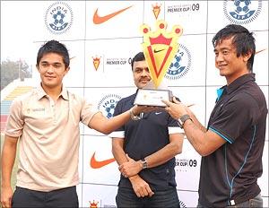 Sanjoy Gangopadhyay, marketing director of Nike, is flanked by Chhetri (left) and Bhutia