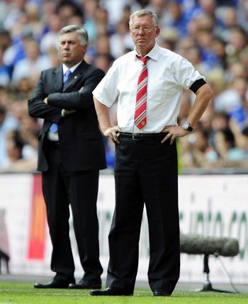 Chelsea manager Carlo Ancelloti with his Man United counterpart Sir Alex Ferguson