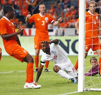 Jermain Defoe (centre) scores against the Netherlands