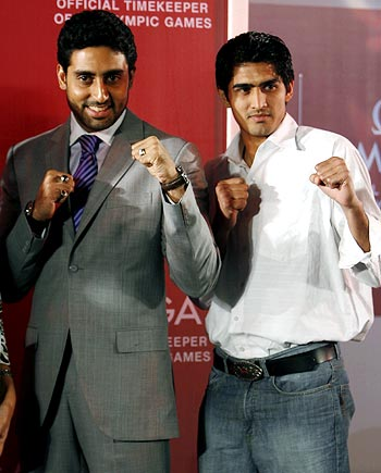 Vijender Kumar with Bollywood actor Abhishek Bachchan