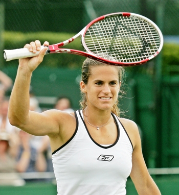 Amelie Mauresmo waves to the crowd