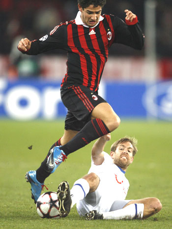 FC Zurich's Hannu Tihinen (right) challenges AC Milan's Pato