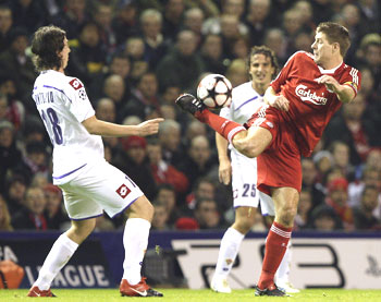 Liverpool skipper Steven Gerrard (right) gets innovative as he vies for possession with Fiorentina's Riccardo Montolivo