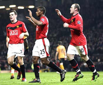 Antonio Valencia celebrates his goal