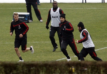 Beckham trains with teammates Clarence Seedorf (2nd L), Andrea Pirlo and Gennaro Gattuso (R)
