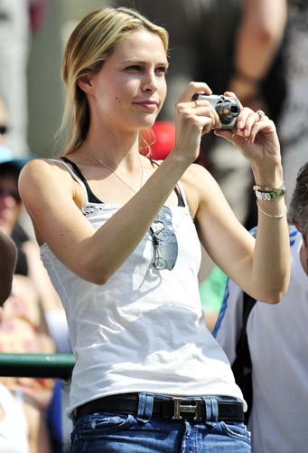 Sara Foster, the girlfriend of Tommy Haas