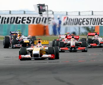 Renault's Fernando Alonso leads the pack at the start of the race