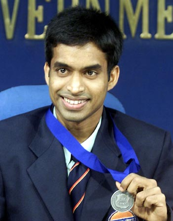 Pullela Gopichand shows his All England medal during a press conference in New Delhi in March 2001