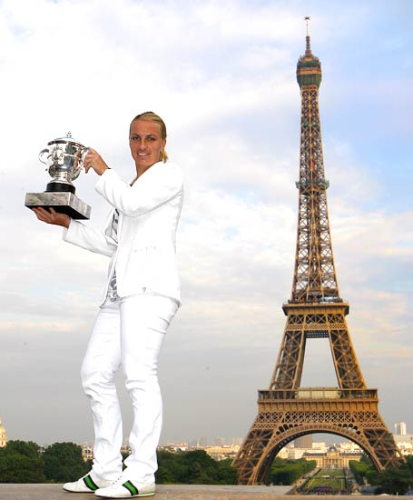 Svetlana Kuznetsova poses with the French Open trophy