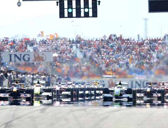 Formula One drivers leave the grid at the start of the Turkish F1 Grand Prix