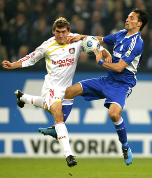 Schalke 04's Kevin Kuranyi (right) and Bayer Leverkusen's Reinartz vie for possesion during their Bundesliga tie in Gelsenkirchen on Saturday