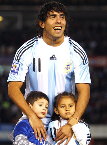 Carlos Tevez with his daughter Florencia (right)