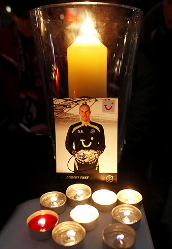 Fans light candles outside the headquarters of Bundesliga team Hanover 96 in memory of Robert Enke