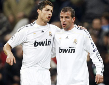 Real Madrid's Cristiano Ronaldo talks with teammate Van der Vaart during their Champions League match against FC Zurich