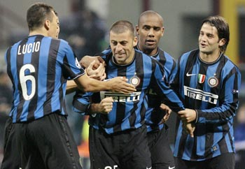 Inter Milan's Samuel celebrates after scoring against Dynamo Kiev