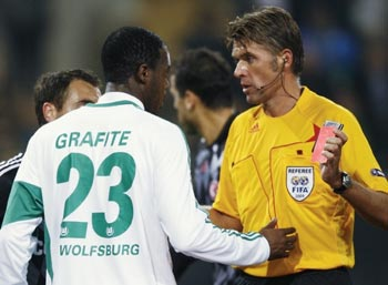 VfL Wolfsburg's Grafite receives red card from referee Rosseti during Champions League soccer match against Besiktas