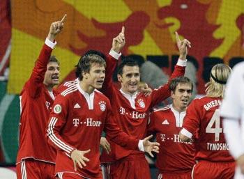 Miroslav Klose celebrates with his Bayern teammates