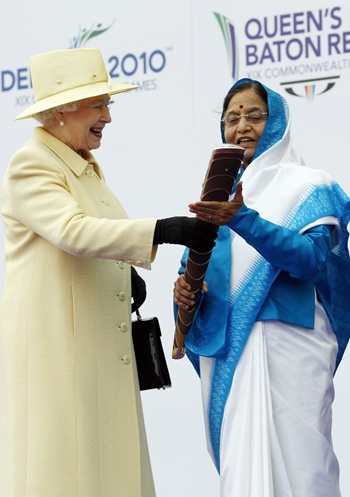 Britain's Queen Elizabeth II hands over the baton to President of India Pratibha Patil