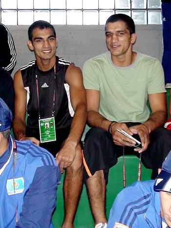 Dinesh Kumar (left) and Jai Bhagwan await their turn for weigh in