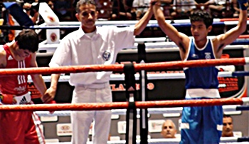 A victorious Nanao Singh (right)