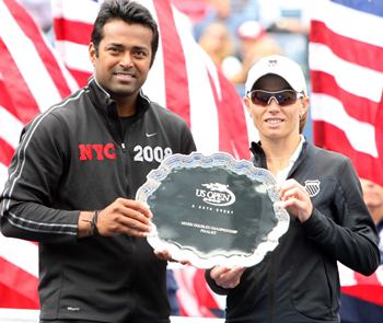 Leander Paes and Cara Black with the runners-up trophy