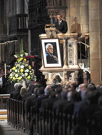 Former England striker Gary Lineker speaks during the memorial service