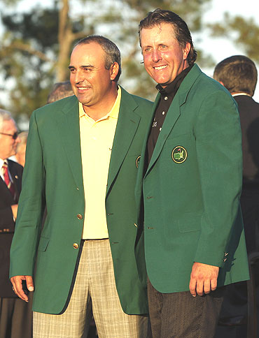 Phil Mickelson (right) with last year's champion Angel Cabrera