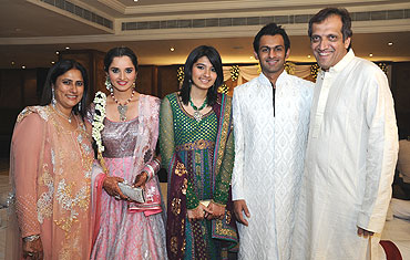 Shoaib Malik with his his bride and her family
