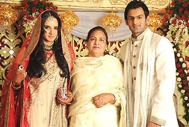 Sania Mirza and Shoaib Malik with the groom's mother