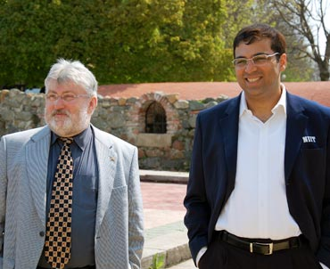 Viswanathan Anand (right) with his advisor Hans-Walter Schmitt