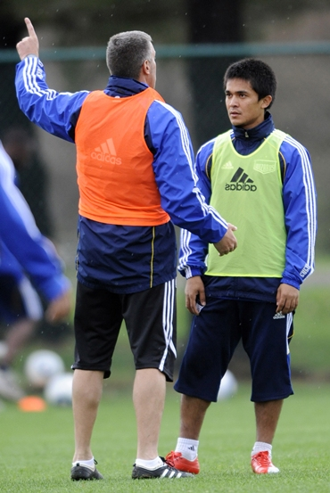 Chhetri gets instructions from Kansas City Wizards manager Peter Vernes