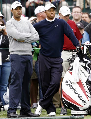 Arjun Atwal (left) with Tiger Woods
