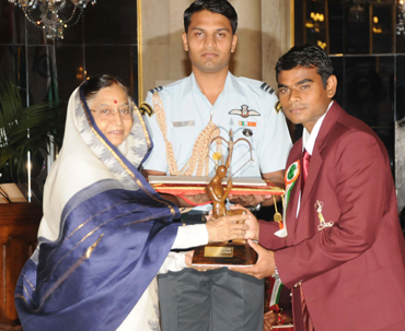 Deepak Mandal receiving the Arjuna Award from the President