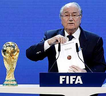Sepp Ballter announces that Russia will host the 2018 FIFA World Cup