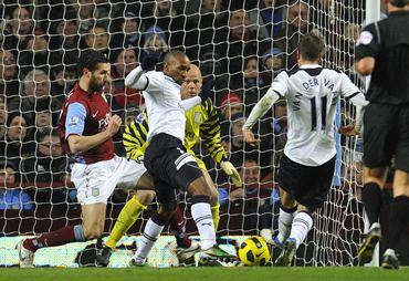 Tottenham Hotspurs' Van Der Vaart scores past Aston Villa's Friedel