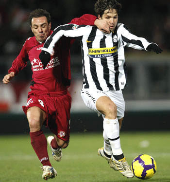 Livorno's Filippini (left) challenges Juventus's Diego as they vie for possession during their Serie A match on Saturday