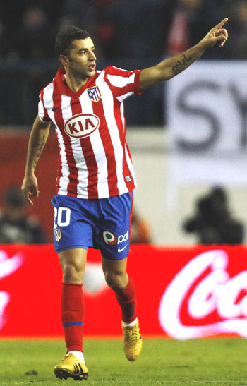 Atletico Madrid's Simao Sabrosa celebrates after scoring against Barcelona on Sunday