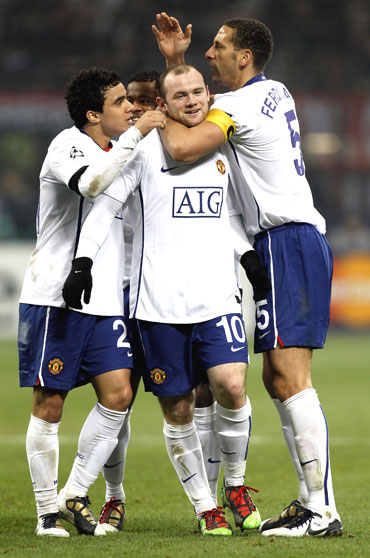 Manchester United's Wayne Rooney (centre) celebrates with team-mates after scoring against AC Milan