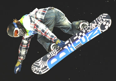 Shaun White in action during the second run in the men's snowboarding halfpipe competition
