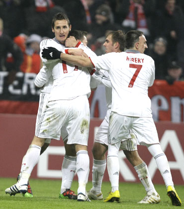 Bayern Munich's Miroslav Klose (left) celebrates with team-mates after scoring the winner against Fiorentina