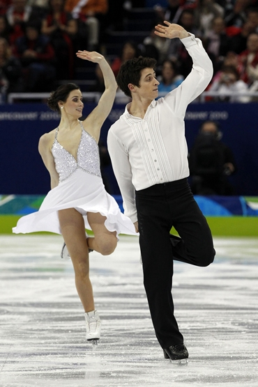 Tessa Virtue and Scott Moir do their routine in the finals