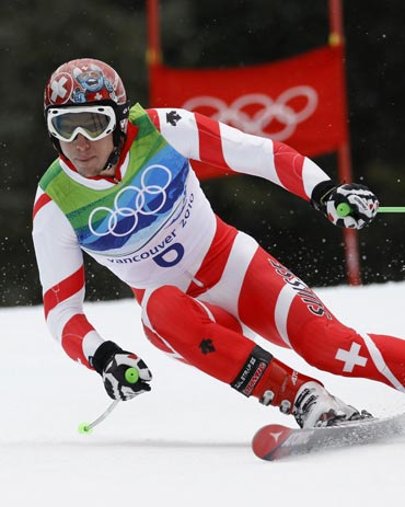 Carlo Janka becomes the first Swiss man to win the Olympic giant slalom gold since 1984