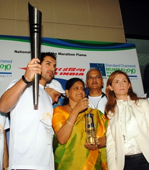 Actor John Abraham, Mumbai Mayor Shraddha Jadhav and champion marathon runner Maria Polyzou of Greece with the Olympic flame
