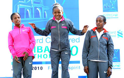 Winner Bizunesh Mohammed (centre) shares the podium with Azalech Masresha and Haile Kebebush (left)