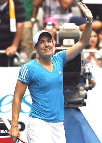 Justine Henin of Belgium acknowledges the spectators after defeating Russia's Alisa Kleybanova
