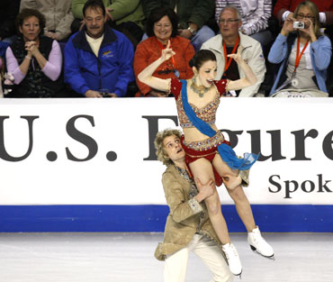 Meryl Davis and Charlie White perform during the championship original dance skate at the US Figure Skating Championship